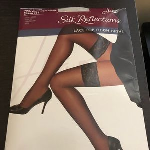 Hanes Silk Reflections Thigh Highs EF Little Color
